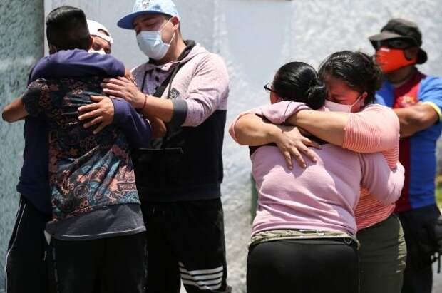 Президент Мексики объявил траур в связи с обрушением метромоста