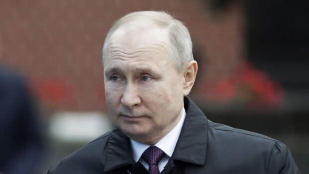 """Путин заявил о попытках вновь """"поставить на вооружение"""" идеологию нацистов"""
