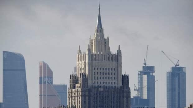 МИД России рекомендовал взвешивать риски при поездках за рубеж
