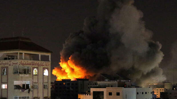 Появилось видео атаки Израиля на многоэтажное здание в офисами СМИ в Газе