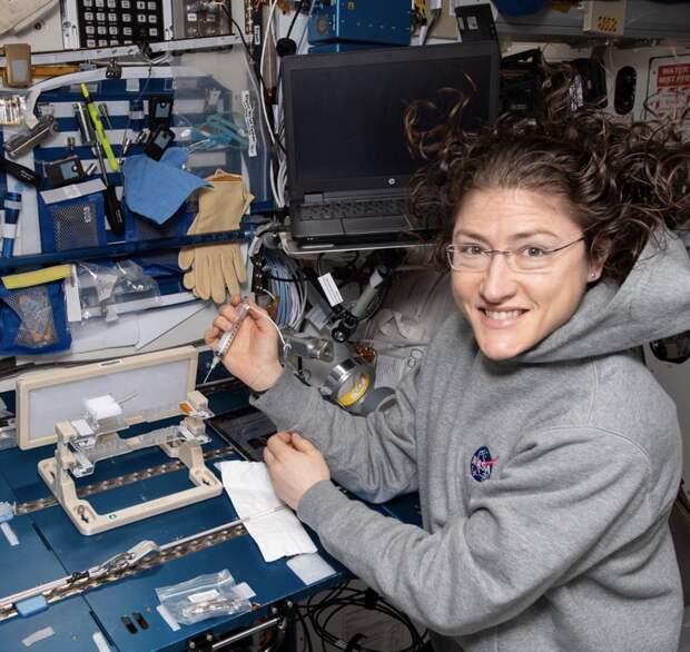 7 прикольных фото из повседневной жизни космонавтов на МКС