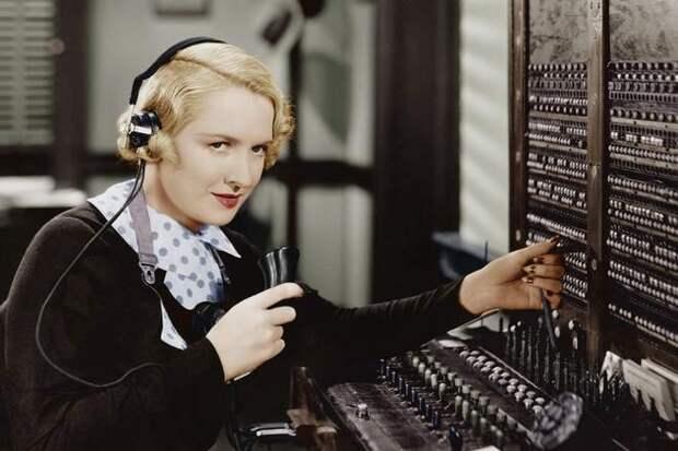 девушка телефонистка