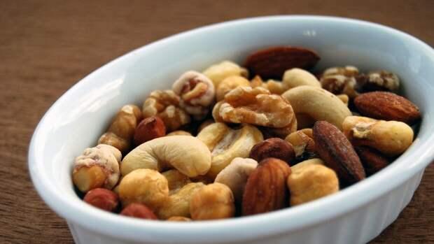 Диетологи назвали продукт, который категорически нельзя совмещать с арахисом