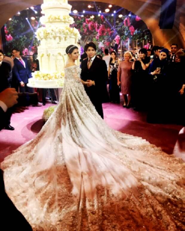 Деньги на вечер: дочь таджикского олигарха вышла замуж в платье за 40 миллионов