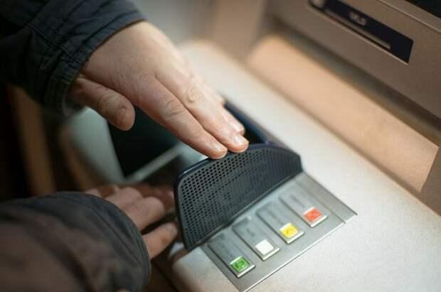 Эксперты предупредили об опасности использования QR-кода при снятии денег