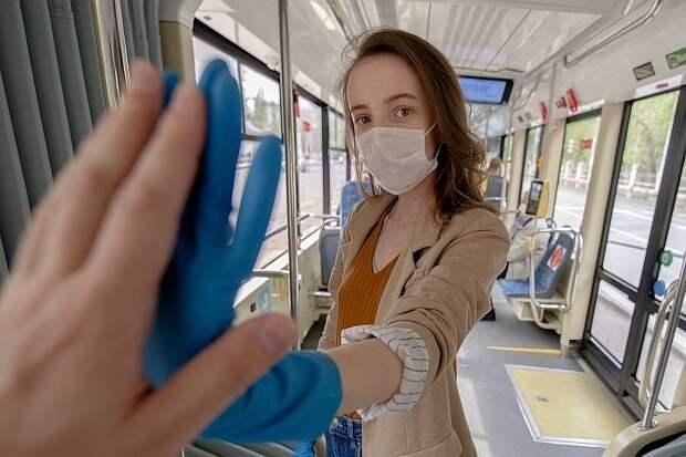 Дептранс напомнил о важности ношения защитных масок и перчаток в транспорте