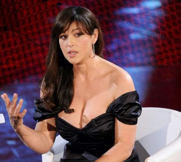 7 знаменитостей с большой натуральной грудью