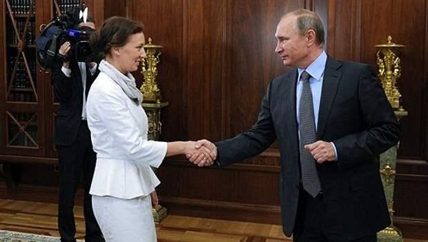 Кузнецова предложила ставить штампы в паспорта педофилов