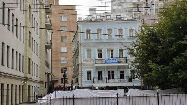 Дом № 10 по Нащокинскому переулку сегодня выглядит неузнаваемым. wikimedia / Bogdanov-62