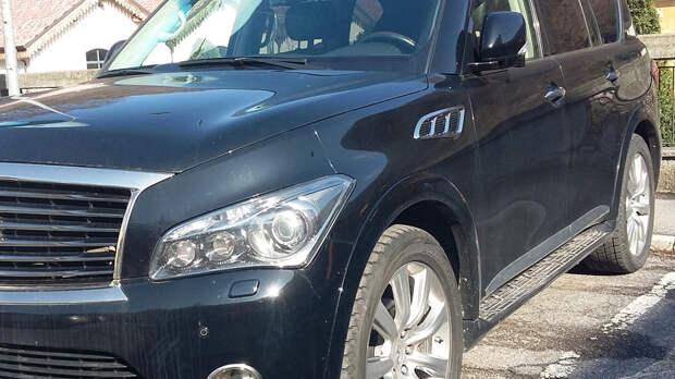 Мстительный житель Батайска гвоздем расцарапал дорогую машину