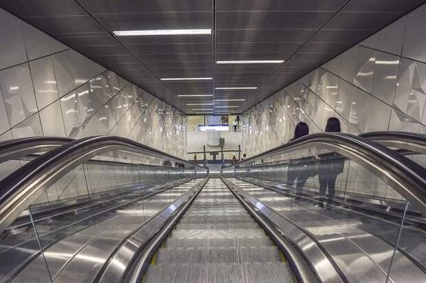 Движение поездов от станции метро «Октябрьское Поле» восстановлено после сбоя
