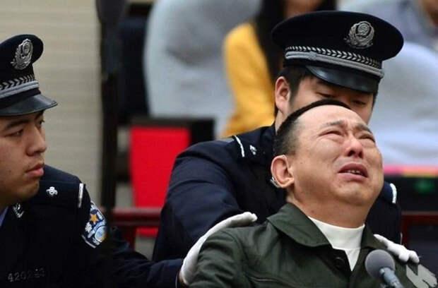 Почему китайские коррупционеры на суде плачут, а наши - лежа почитывают газетку?