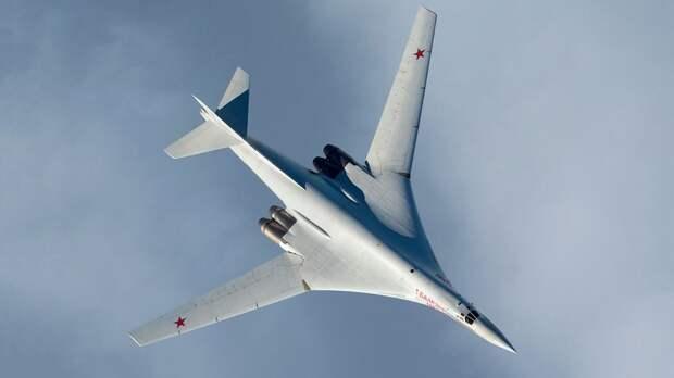Стратегические ракетоносцы Ту-160 и МиГ-31 ВКС России встретились с истребителями НАТО (ВИДЕО)