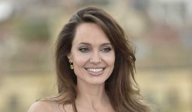 «У меня очень большой список «нет»: Анджелина Джоли об интимных отношениях
