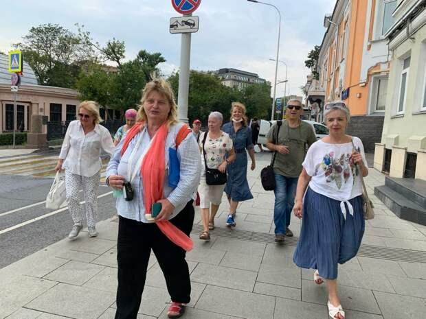 Пенсионеры Южнопортового стали настоящими туристами в родном городе