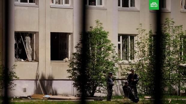 «Объяснила, что там мягко, трава»: учительница казанской школы выпрыгивала в окно вместе с детьми