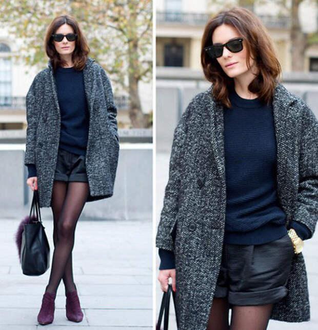Девушка в шортах и сером пальто