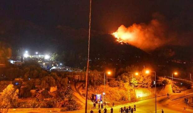 Пользуясь землетрясением, на острове Самос мигранты совершают поджоги