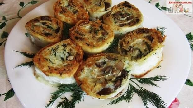Фото к рецепту: Рулетики из лаваша с картошкой и грибами