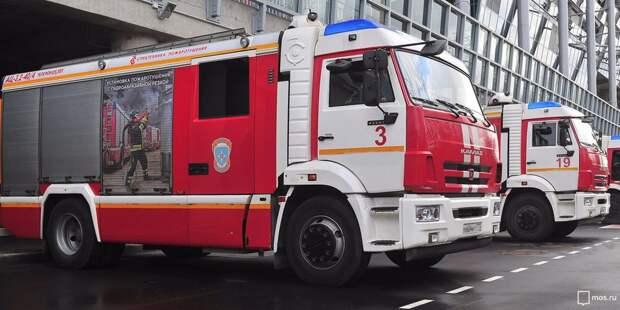На Новосходненском шоссе сгорел гараж