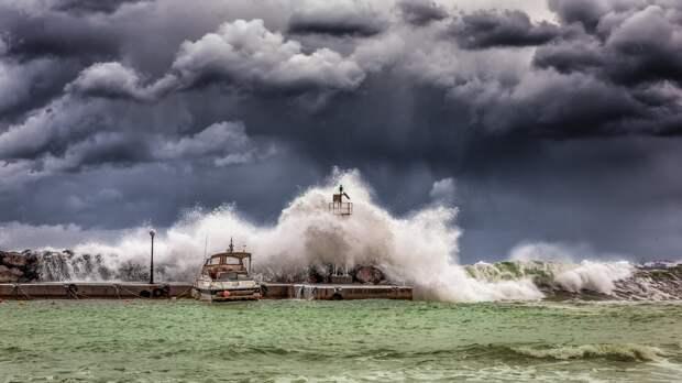 Крымчан ожидает штормовой ветер в ближайшие часы