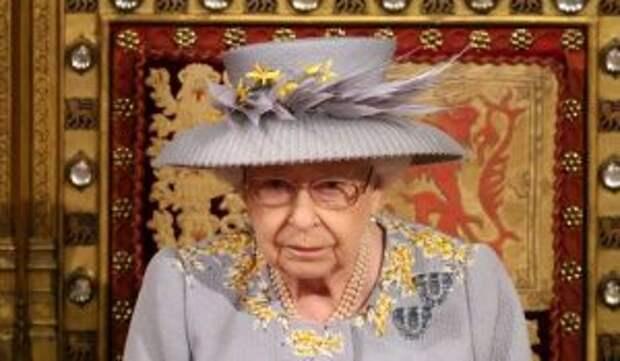 Еще одна смерть в королевском дворце: Елизавета II сокрушена