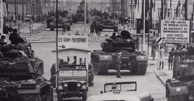 Холодная война кратко: причины, последствия, основные этапы