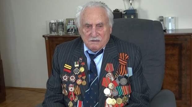 Умер последний оставшийся в живых освободитель Освенцима Давид Душман