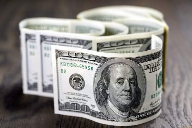 100 рублей за доллар – крупнейшая ставка на бирже