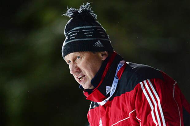 Сборная России по биатлону останется без главного тренера