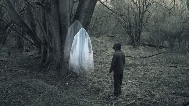 Почему люди сталкиваются с привидениями