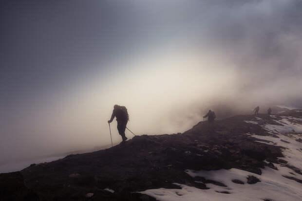 Сквозь неизвестность, туман и ветер.