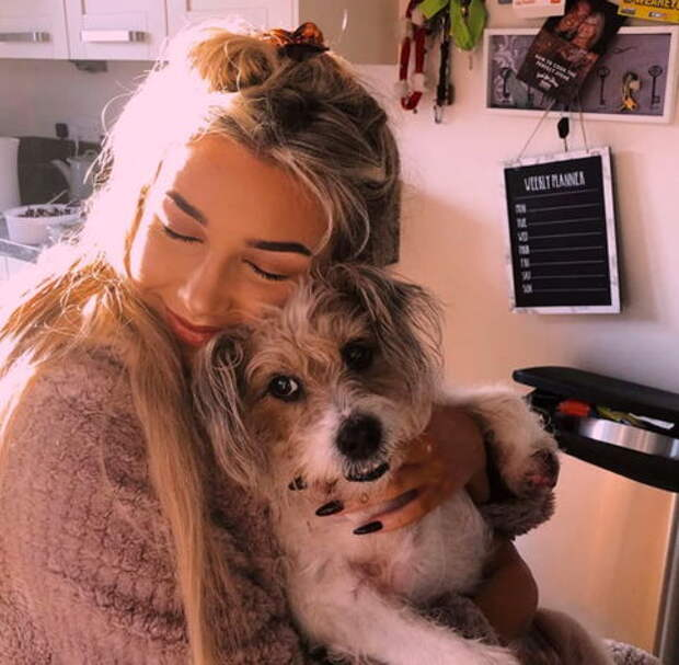Девушка не могла успокоиться после того, как ее собака ушла в мир иной
