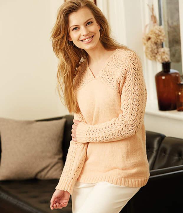 Пуловер с узором на рукавах и перчатки с клапаном