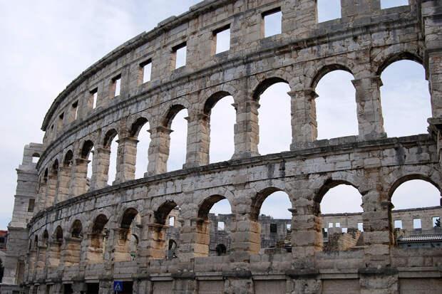 Ирландца арестовали в Риме за автограф на Колизее