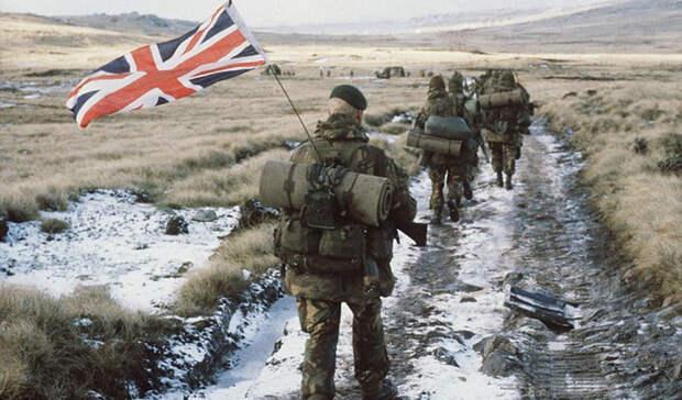 Фолклендские острова Аргентина и Великобритания Территориальный спор между Англией и Аргентиной длится со времен Испанской империи. Первое военное столкновение произошло 2 апреля 1982 года: спецоперация позволила Аргентине захватить контроль над Фолклендами. Впрочем, Великобритания проблему решила максимально быстро и просто — часть флота страны была отправлена к островам с приказом вернуть их силой. Аргентина потерпела поражение, но продолжает заявлять свои территориальные претензии.