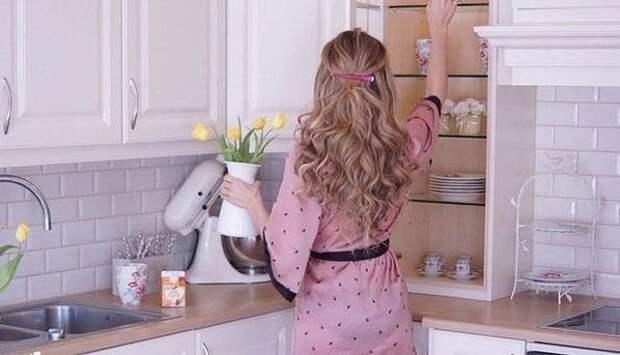 Стою спокойненько, мою посуду, не ругаюсь, не матерюсь...