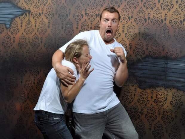 Страшно смешно: 25 эмоциональных фото из комнаты ужасов (24 фото)