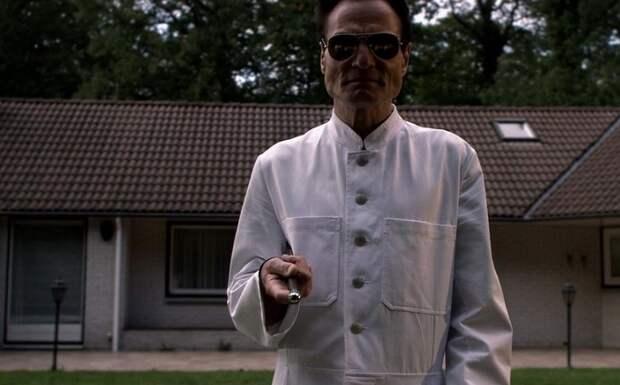 Кадр из фильма «Человеческая многоножка»