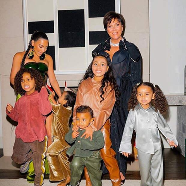Ким Кардашьян с детьми и Крис Дженнер