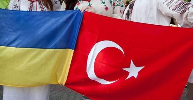 Турция начала вооружать Украину и заикнулась на Крым — теперь «виляет хвостом» перед Россией