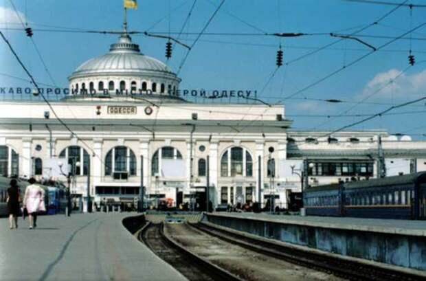 Страна «перемог»: на Украине радуются прибывшим из Китая контейнерам