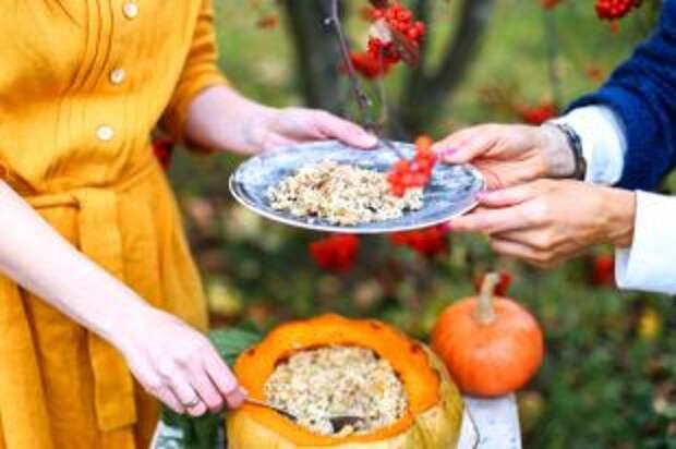 Сварить крупу, украсить фруктами. Готовим кашу на завтрак