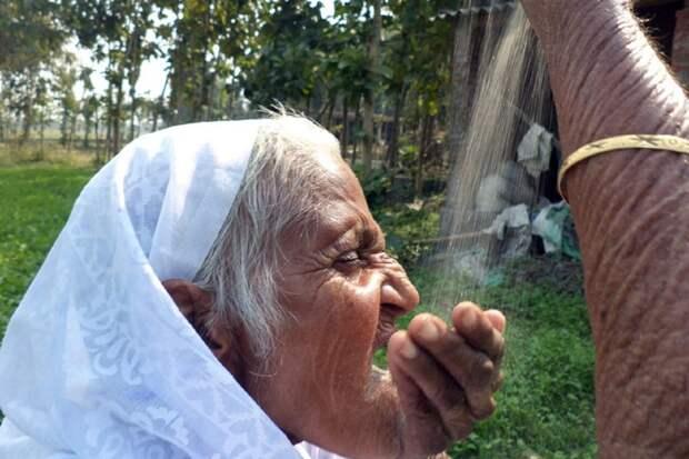 Жительница Индии не первый год ест песок и не жалуется на здоровье  индия, песок, питание