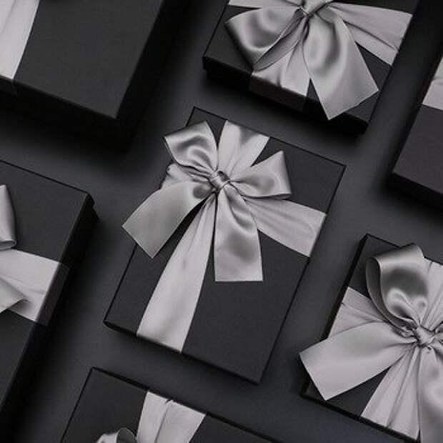 черная упаковка подарков