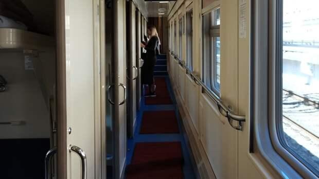 Житель Украины умер после падения с верхней полки в поезде