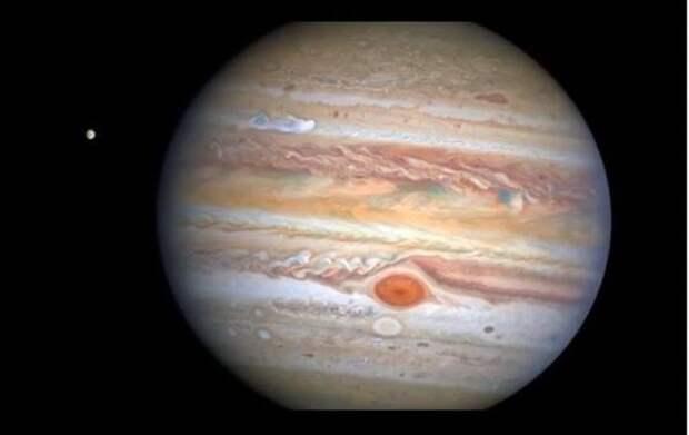 NASA зафиксировало на Юпитере шторм, способный поглотить Землю