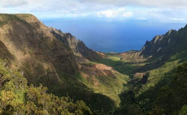 Долина Калалау Гавайи Эта красивая долина расположена на острове Кауаи Калалау родина одного из лучших пляжей мира Вот только добраться сюда будет не так просто здесь не ходит никакой транспорт Неплохой повод проверить свои навыки походника