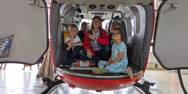Московский авиацентр провел экскурсию для столичных школьников
