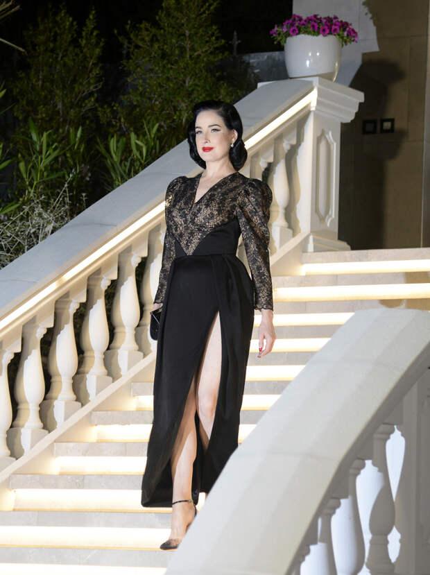"""Платье, которое сделает из вас совершенную статуэтку: Дита фон Тиз и её фигура """"песочные часы"""""""